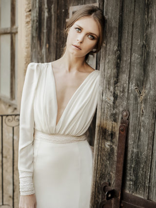 Vintage-Inspired Minimalist Long Sleeve Wedding Dress