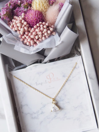 Triangular Zircon Necklace with Mini Eternal Bouquet Gift Set