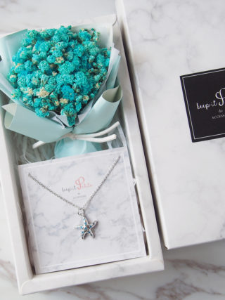 Starfish Sea Star Necklace with Baby's Breath Bouquet Gift Set