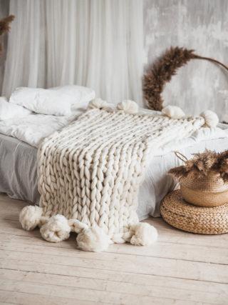 PomPom wool chuncky knit blanket