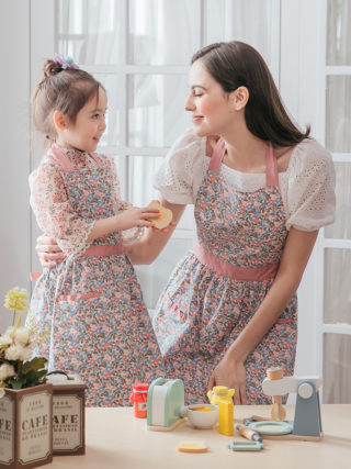 Mother Daughter Rose Fairytale Matching Aprons